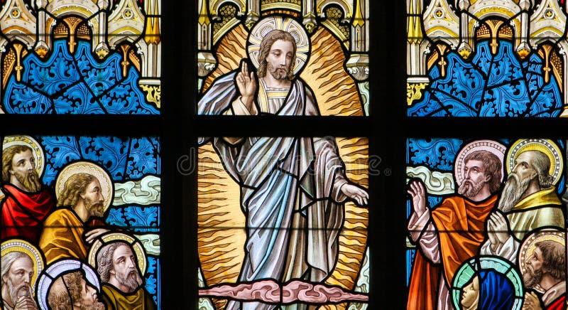 Цветное стекло - восхождение Иисуса стоковая фотография rf