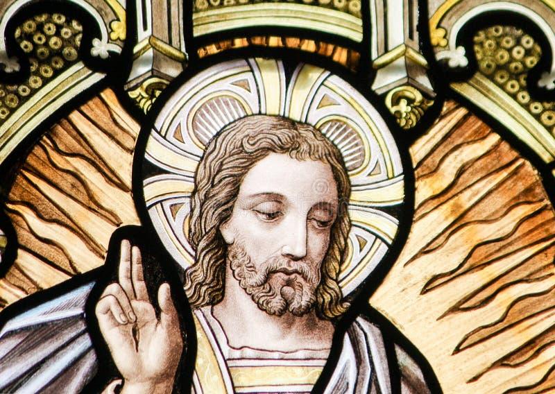 Цветное стекло - восхождение Иисуса стоковое изображение rf