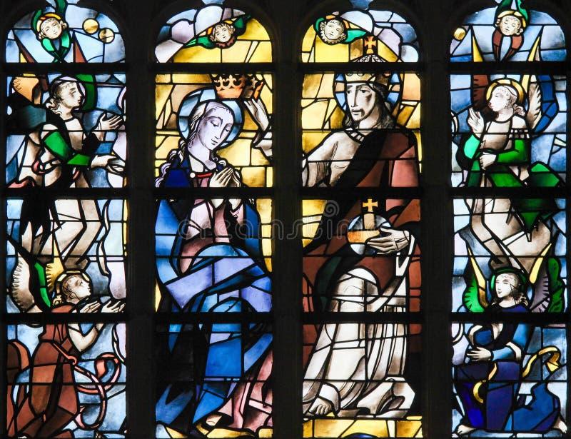 Цветное стекло - Иисус Христос и мать Mary стоковая фотография rf