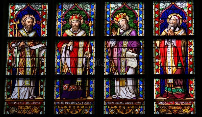 Цветное стекло католических Святых в соборе Bosch вертепа стоковые изображения