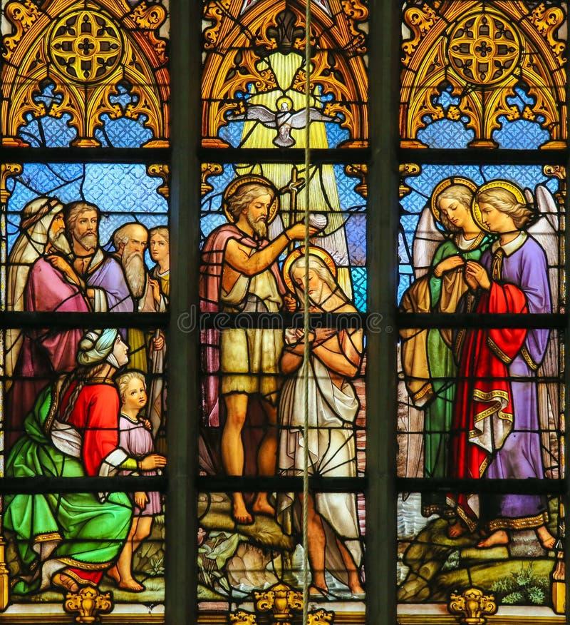 Цветное стекло - крещение Христоса стоковое фото