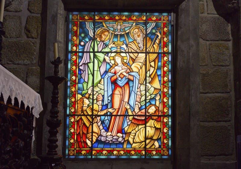 Цветное стекло приходской церкви †Ponte de Лимы « стоковая фотография