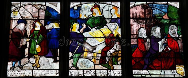 Цветное стекло Святого Антония Падуи в церков Нотр-Дам  стоковые изображения