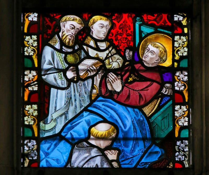 Цветное стекло - Святой на его смертном ложе стоковое изображение rf