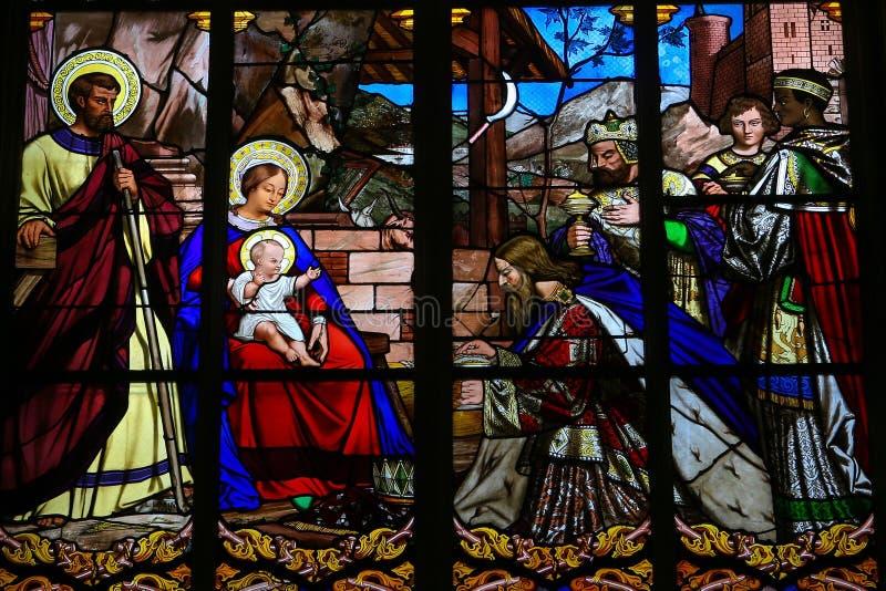 Цветное стекло явления божества в соборе путешествий стоковые изображения