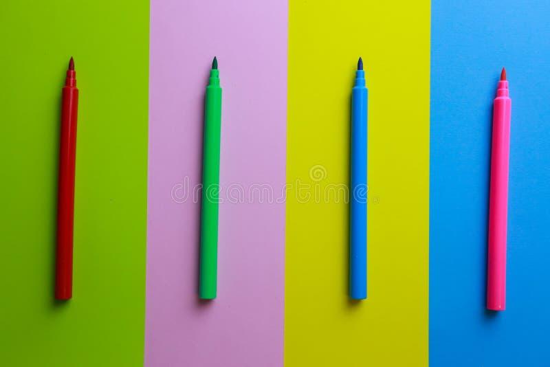 Цветные карандаши на цветном фоне стоковые фотографии rf