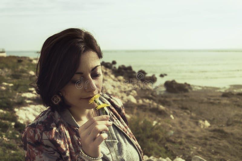 Цветок и девушка стоковое фото rf