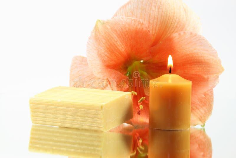 Цветок, свеча и мыло стоковое фото rf