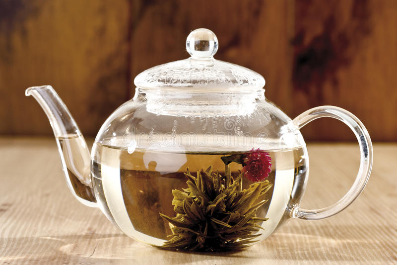 Цветок чая в стекле чая стоковое фото