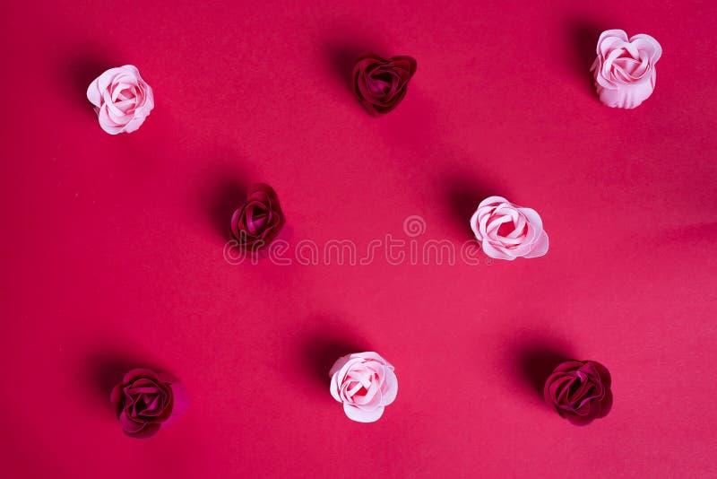 Цветочный узор сделанный роз бутонов стоковые фотографии rf