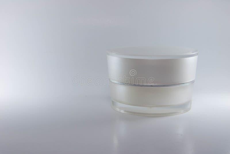 Цвет белизны контейнеров красоты cream упаковывая стоковое изображение rf