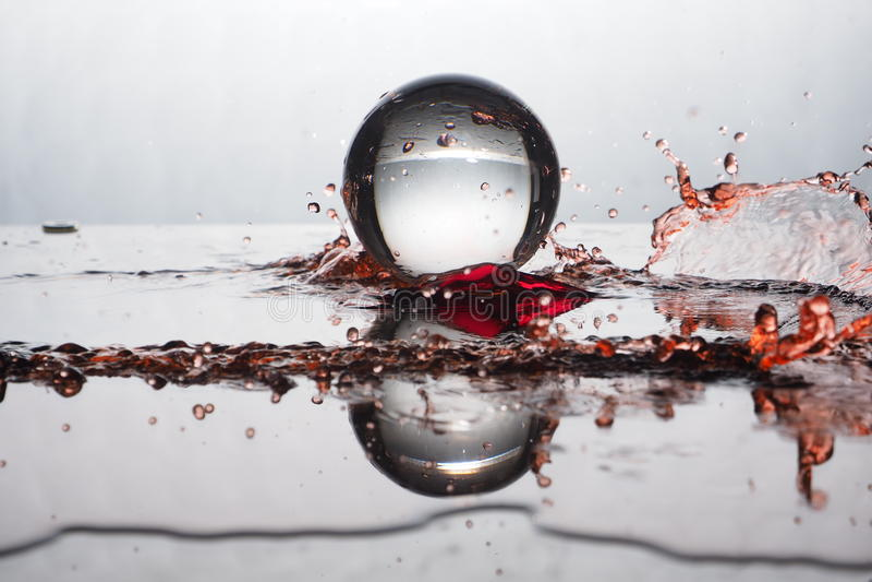 Цвет выплеска хрустального шара стоковое фото rf
