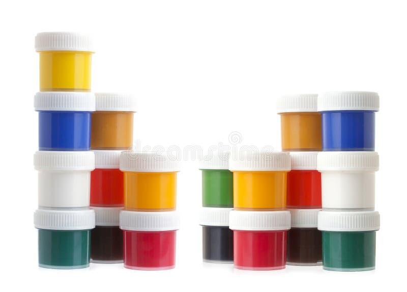 Цвет гуаши красит, опарникы или чонсервные банкы изолированные на белой предпосылке стоковое изображение rf