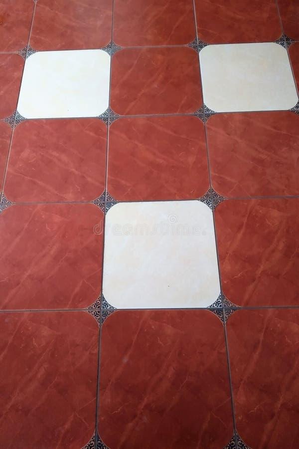 Цвет керамической плитки, квадратов, белых и красных, картины, красиво, текстура, предпосылка, стоковые изображения rf