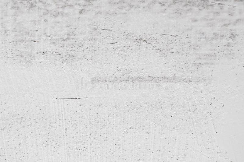 Цвет покрашенный стеной белый на бетоне стоковая фотография rf