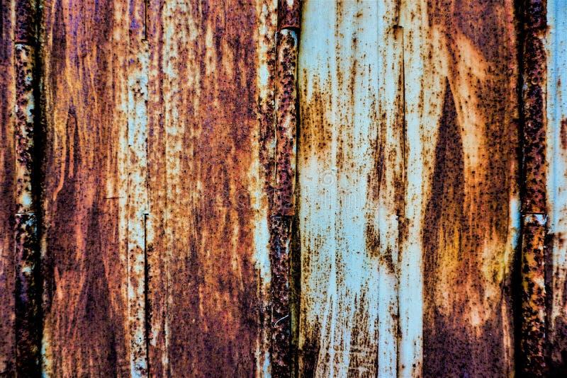 Цвет ржавчины на стальной двери стоковые изображения