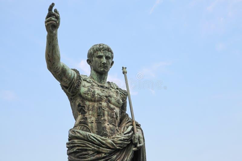 Цезарь Augustus, статуя в Риме, Италии стоковая фотография