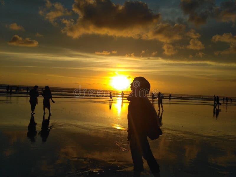Целовать заход солнца стоковое фото rf