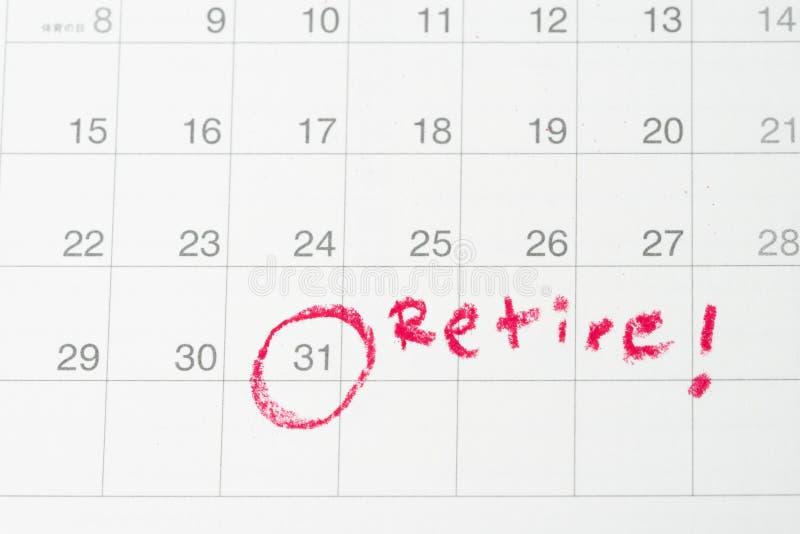 Цель выхода на пенсию или финансовая свобода, планируя для человека зарплаты успеха, конец круга важной цели красный дня месяца н стоковые фотографии rf