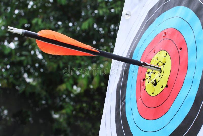 цель удара центра стрелки стоковая фотография rf