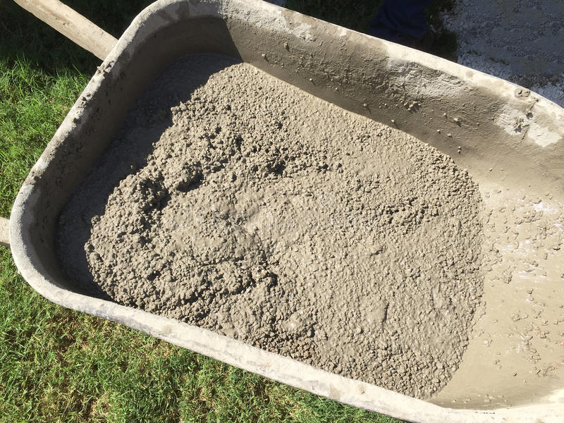 Цемент в тачке стоковое фото rf
