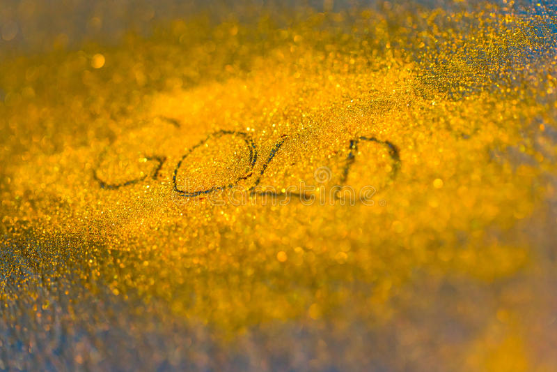 Цена на золото вниз и поднимает стоковое фото