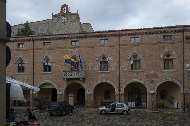 Центральная площадь Verucchio, Италии стоковая фотография