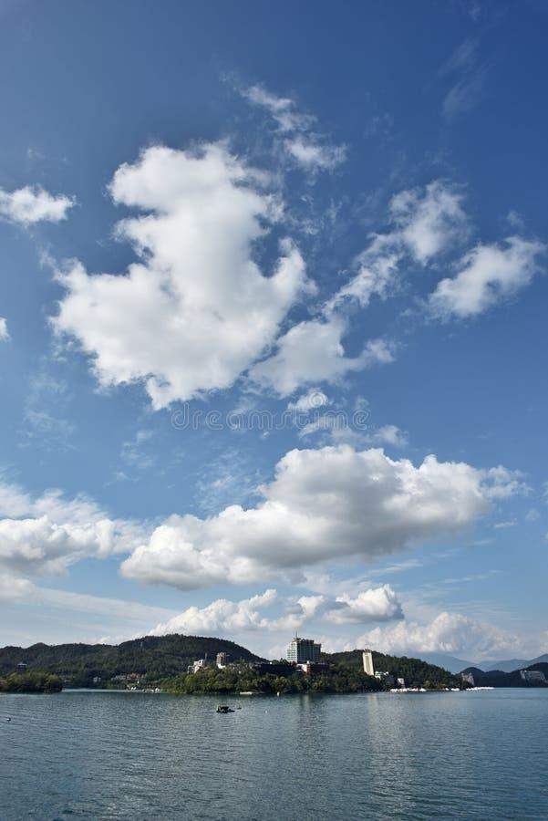 центральные восхитительные горы луны озера устанавливают солнце taiwan остальных релаксации поистине стоковое фото rf