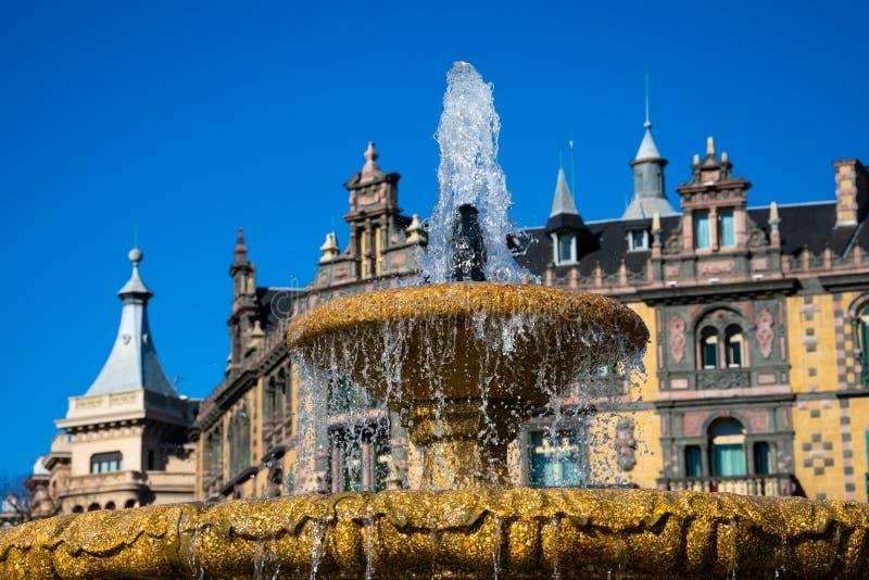 Центральные фонтан и дворец Palacio Chavarri Chavarri стоковое фото
