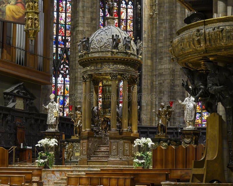 Центральные di Милан ступицы, собора или Duomo, церковь собора Милана, Ломбардии, Италии стоковая фотография rf