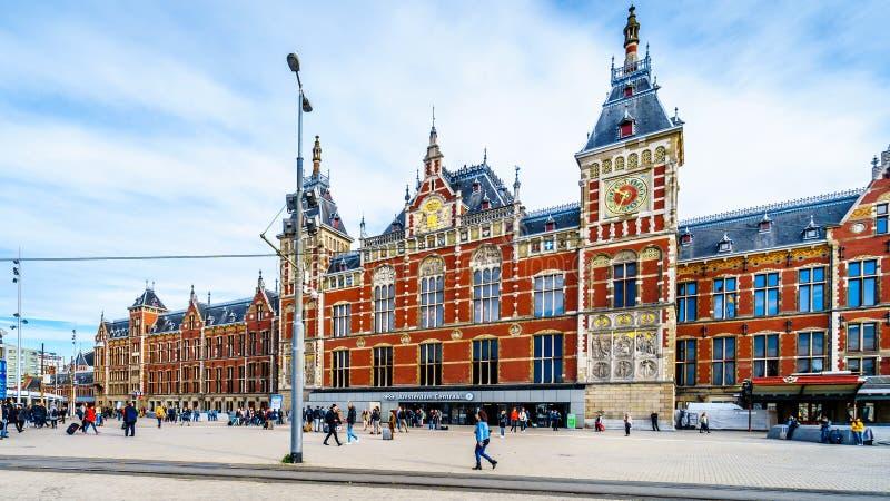 Центральный вокзал, главный ж-д вокзал в Амстердаме, Нидерланд стоковое фото