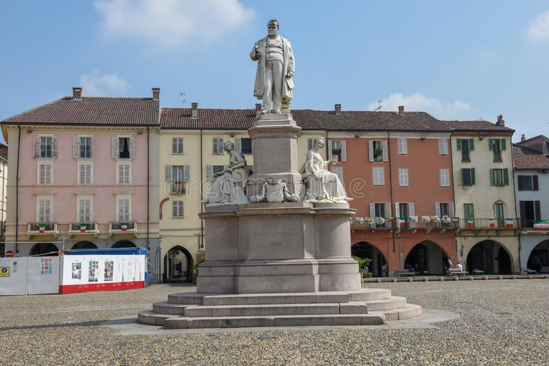 Центральный квадрат Cavour на верчелли на Италии стоковая фотография rf