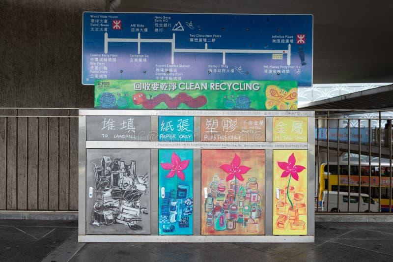 Централь, Гонконг - ОКОЛО апрель 2018: Ящики сора для различных видов стоковые фотографии rf