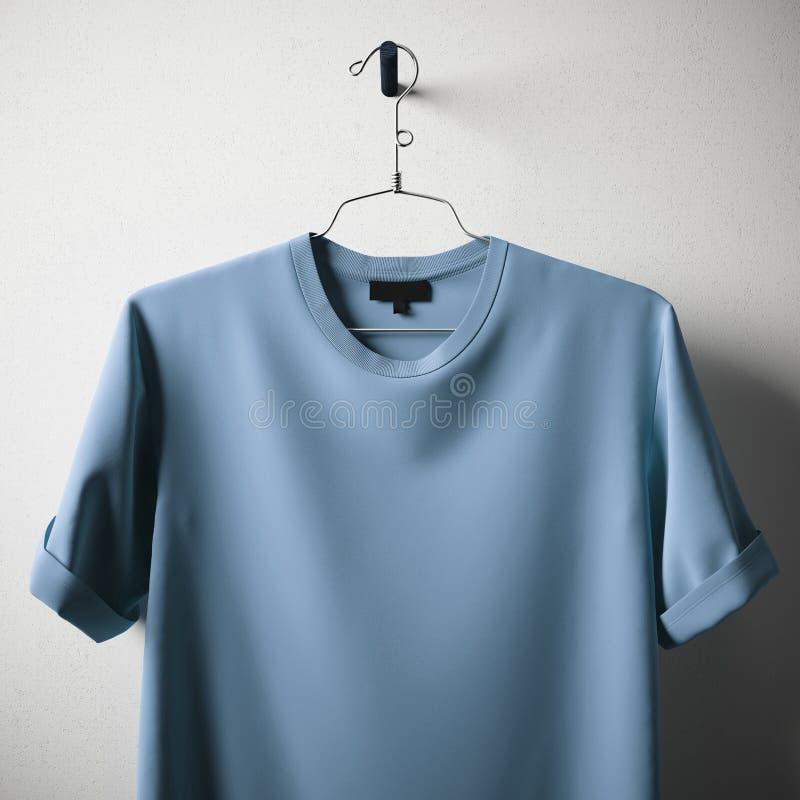 Центра смертной казни через повешение футболки хлопка цвета крупного плана предпосылка пустого голубого конкретная белая пустая Т стоковая фотография