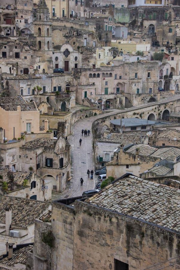 Центральная улица в старой части Matera стоковые изображения