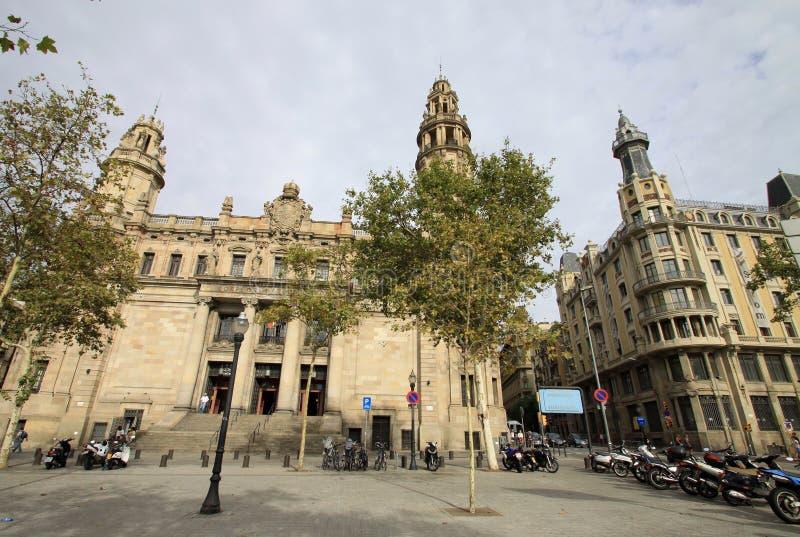 Центральное здание почтового отделения в Барселоне, Каталонии, Испании стоковые фотографии rf