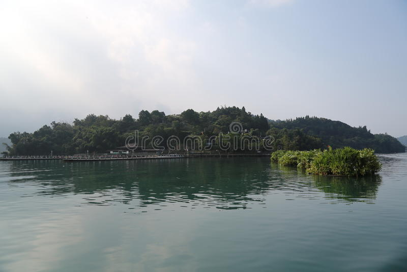 центральные восхитительные горы луны озера устанавливают солнце taiwan остальных релаксации поистине стоковая фотография