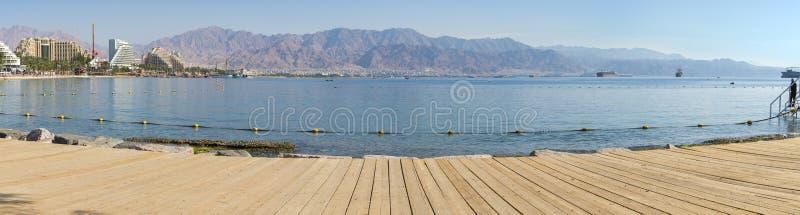 Центральный общественный пляж Eilat - известного курортного города в Израиле стоковые фотографии rf