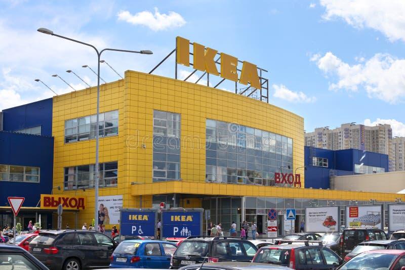 Центр в городе Khimki, область торговлей IKEA Москвы стоковые фото