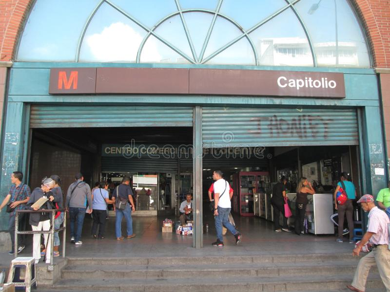 Центр города Иконический в городе Каракас, Капитолио, где Вы можете увидеть вход на станцию метро, Каракас, Венесуэла стоковая фотография rf
