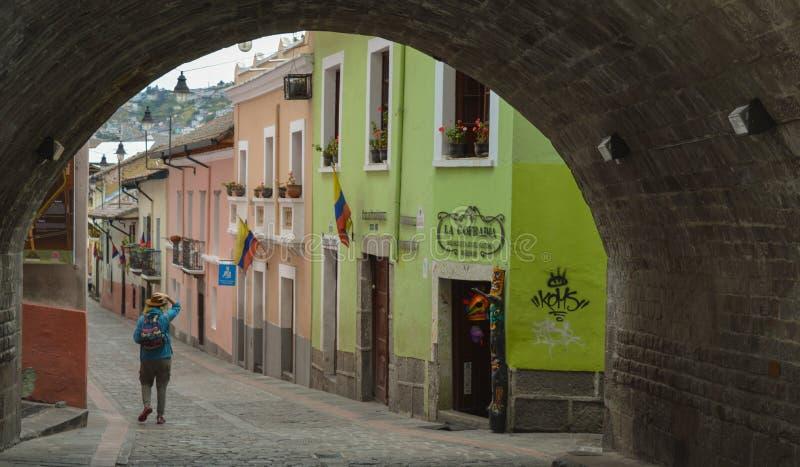 Центр города Кито, тоннель, колониальная архитектура стоковое фото