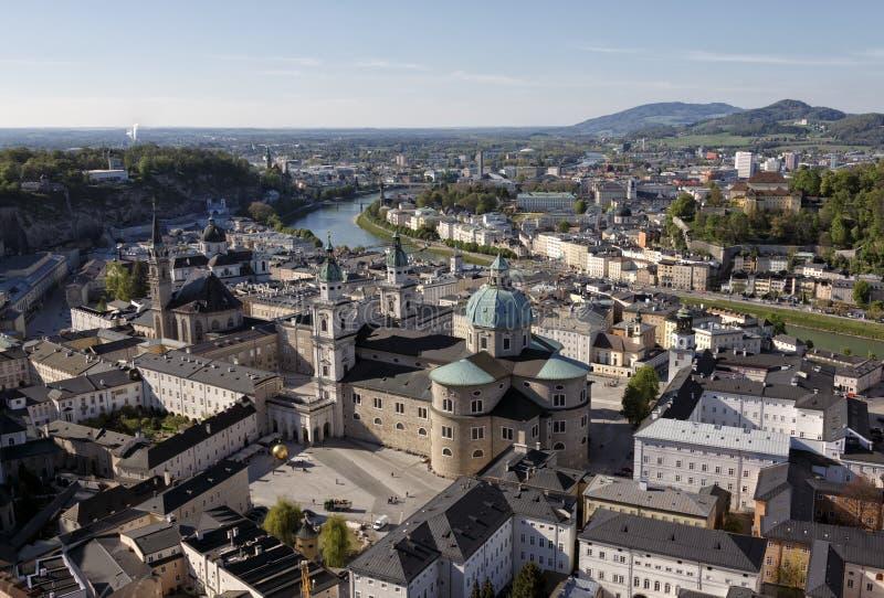 Download Центр города Зальцбурга стоковое фото. изображение насчитывающей река - 40579042