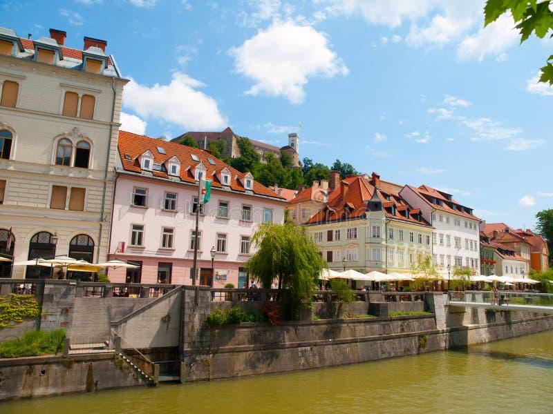 Центр города Любляны с рекой и замком стоковое фото