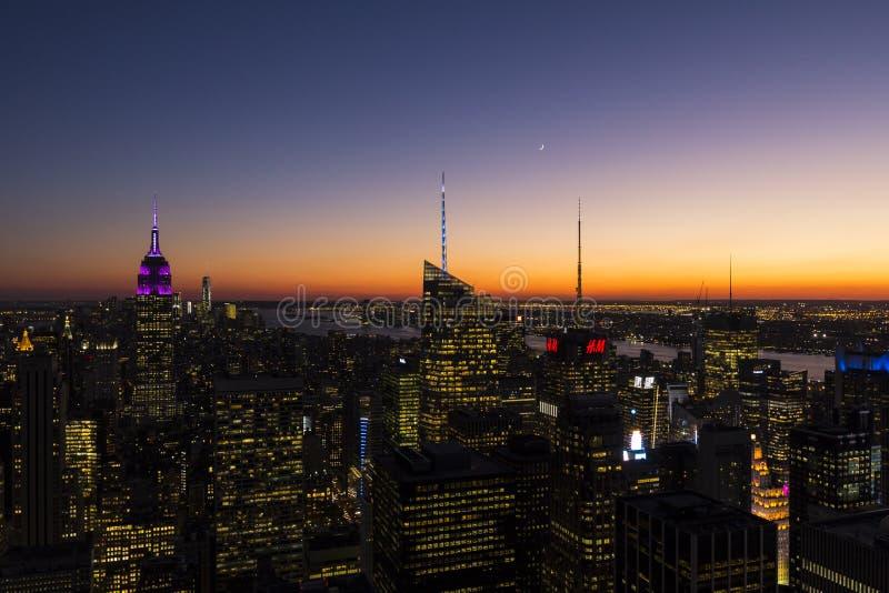 Центр города Манхаттан и Эмпайр Стейт Билдинг стоковые фотографии rf