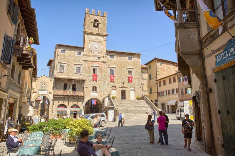 Центр города Cortona, Тосканы, Италии - 1-ое июля 2014 стоковое изображение