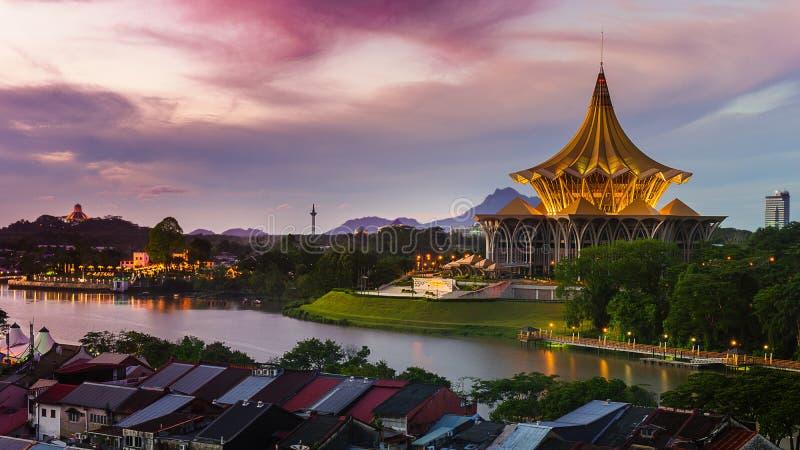 Центр города Kuching на зоре стоковая фотография rf