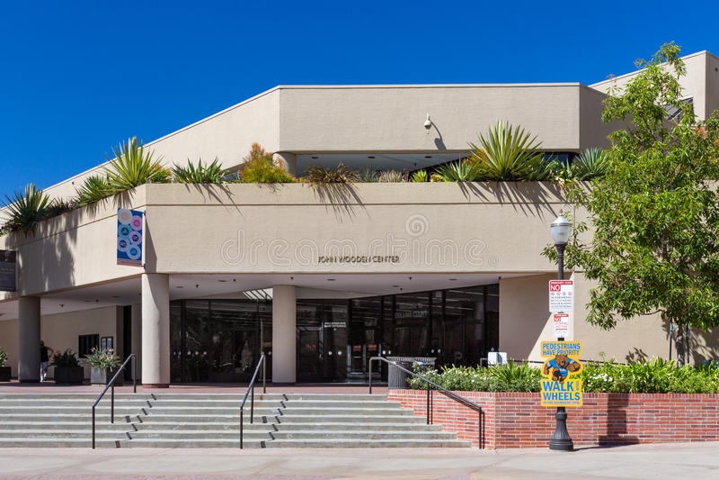 Центр Джона деревянный на кампусе UCLA стоковые изображения