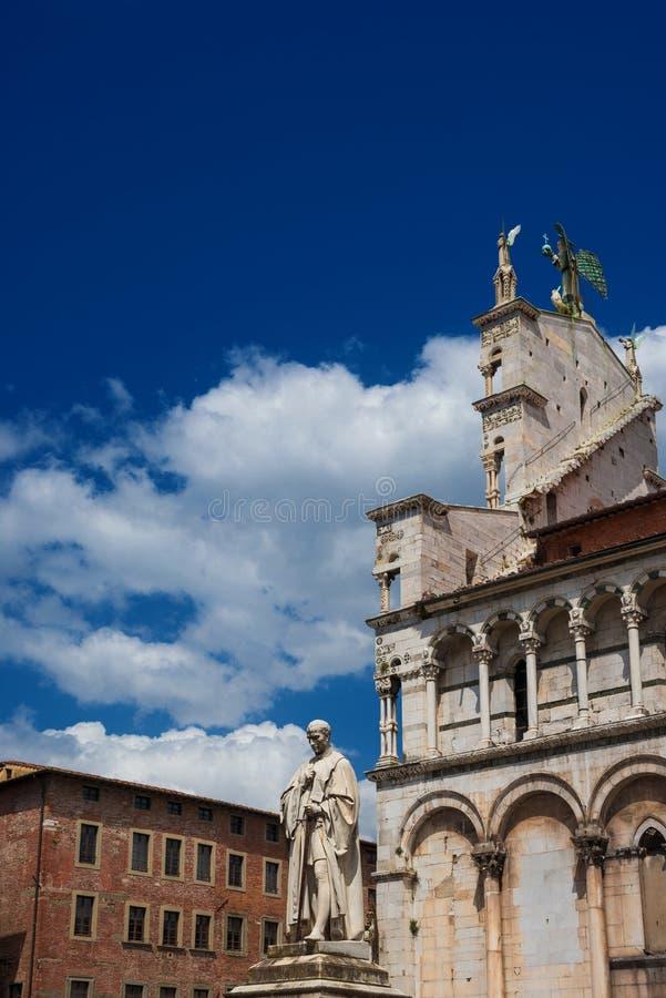 Центр Лукки исторический с церковью St Michael стоковая фотография