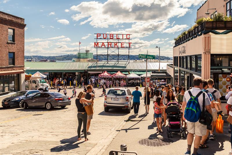 Центр открытого рынка места Pike в Сиэтл стоковая фотография rf
