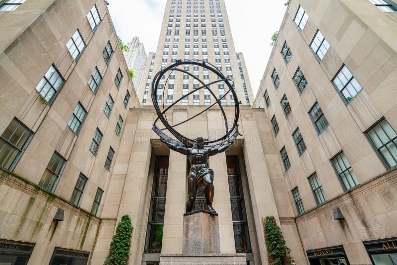 Центр Рокефеллер и статуя атласа, NYC стоковая фотография